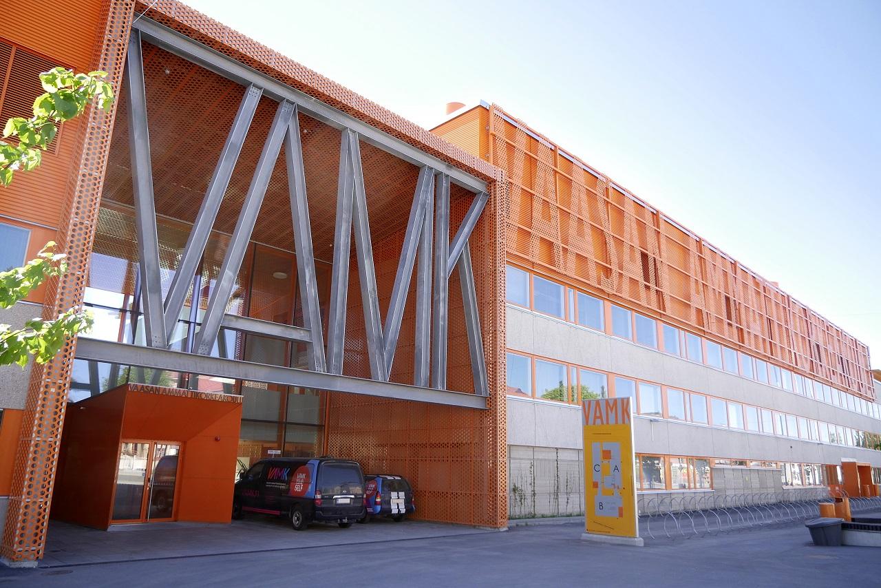 Đại học KHUD Vaasa tuyển sinh quốc tế ngành công nghệ thông tin và kinh doanh quốc tế với học phí 5.500 EUR/năm và cấp học bổng đến 5.000 EUR