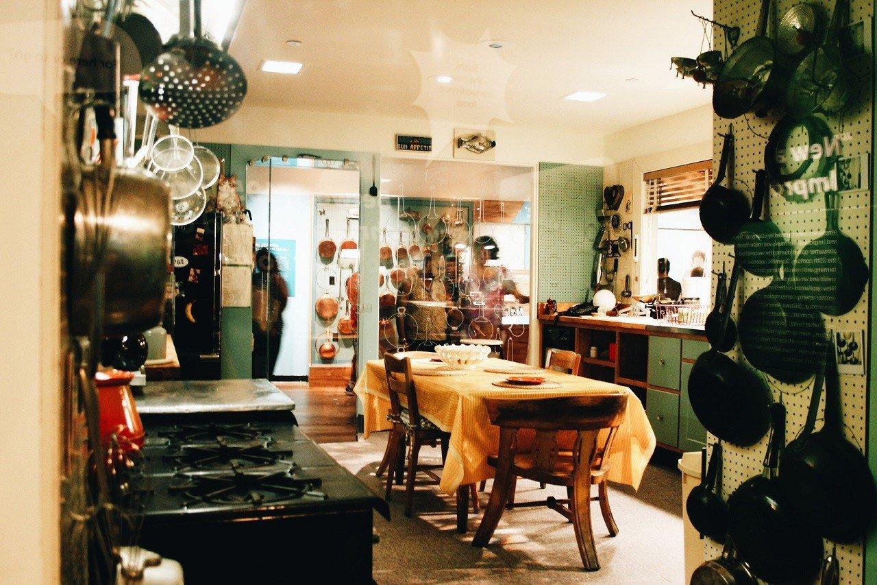 Phòng bếp – nơi mà Julia Child sáng tạo nên những món ăn đầy mê hoặc