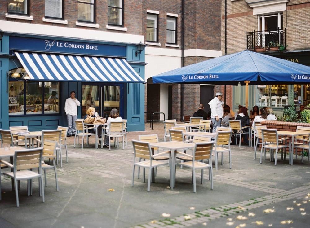 Le Café Le Cordon Bleu do chính giảng viên của trường quản lý và vận hành