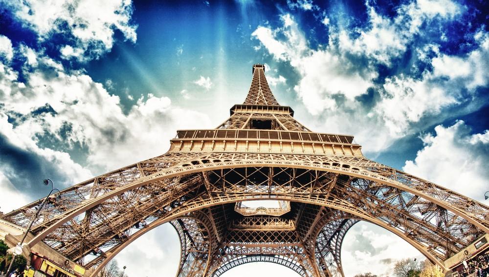Tháp Eiffel hiện là biểu tượng nổi tiếng nhất nước Pháp