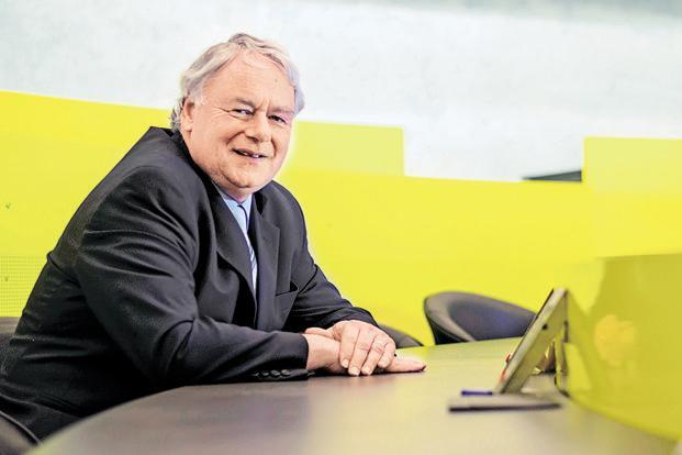 Giáo sư John Lodewijks - chuyên gia hàng đầu về kinh tế học với kinh nghiệm giảng dạy và quản lý tại nhiều đại học danh tiếng