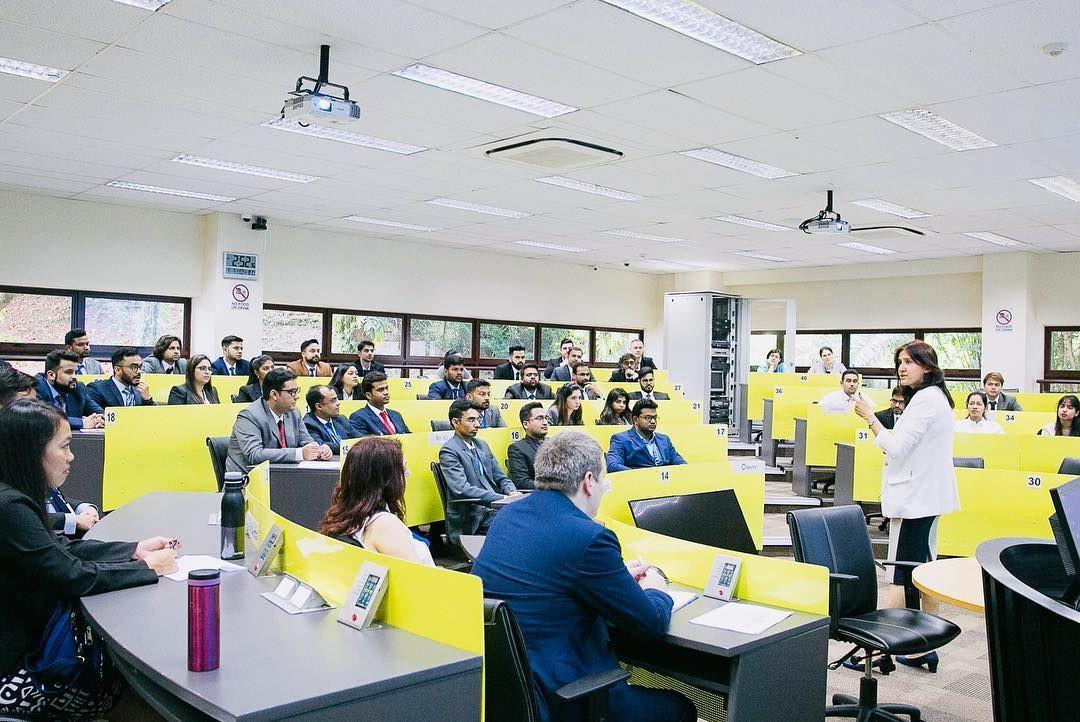 Lớp học quy mô nhỏ tại Trường Quản trị quốc tế S P Jain