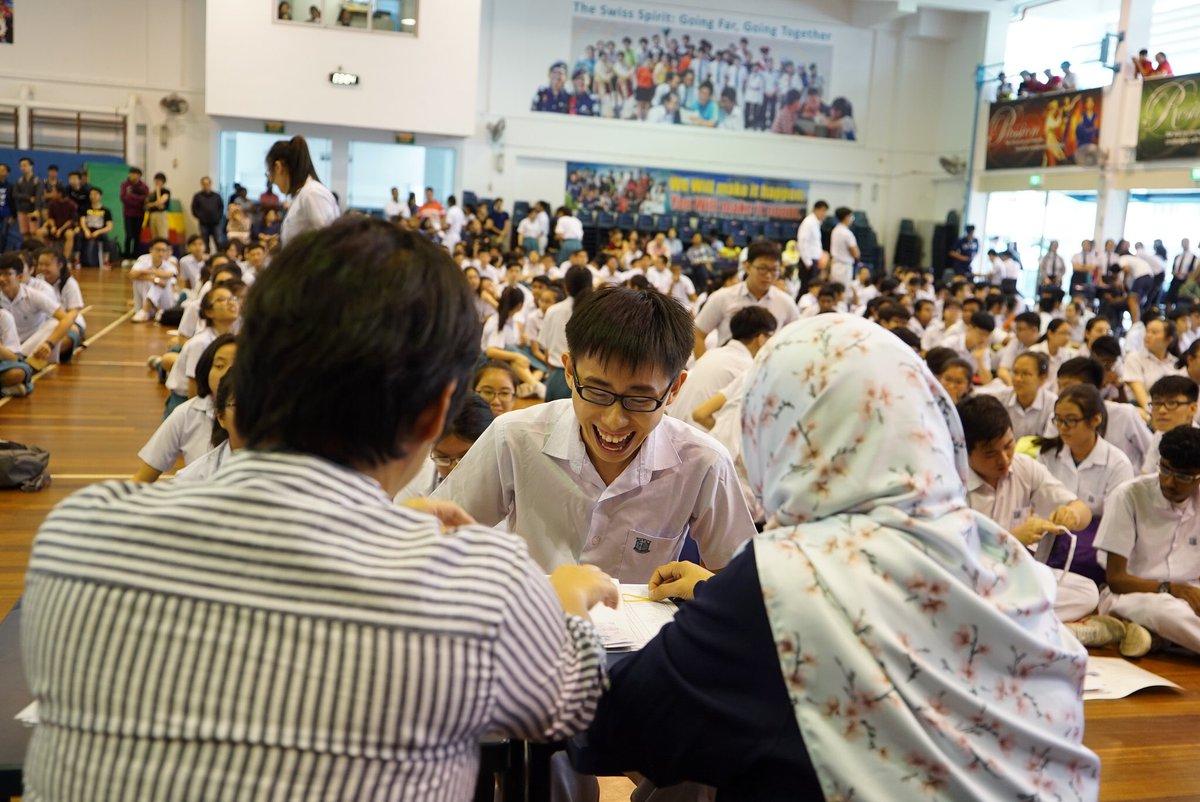 Học sinh nhận chứng chỉ O-level, điều kiện để tham gia chương trình tuyển sinh chung vào các trường sau trung học