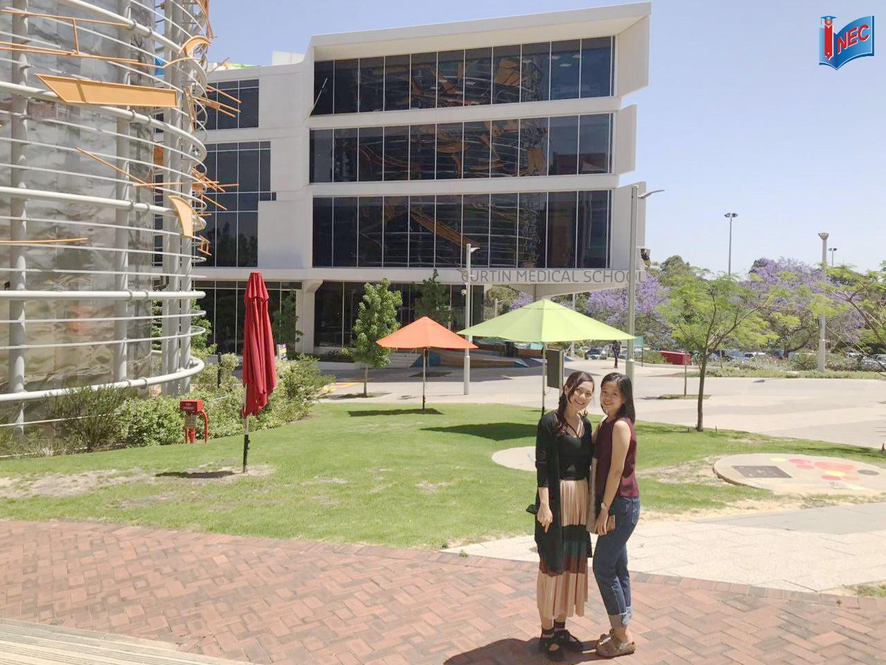 Thăm du học sinh Curtin Singapore chuyển tiếp Úc