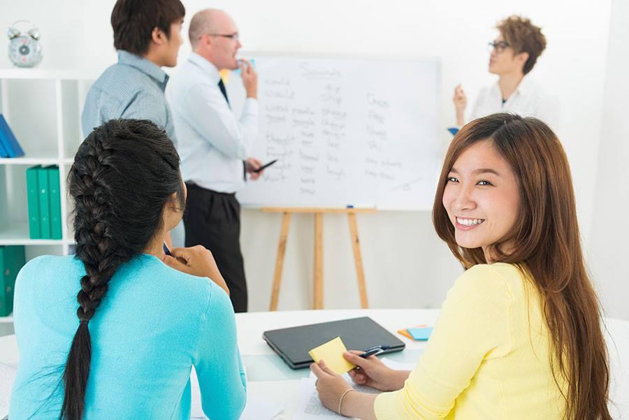 Lớp học quy mô nhỏ tăng sự tương tác giữa sinh viên với giảng viên và giữa các sinh viên với nhau