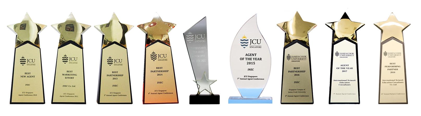 Các giải thưởng Đại học James Cook Singapore trao tặng cho INEC vì những thành tích xuất sắc trong công tác tuyển sinh
