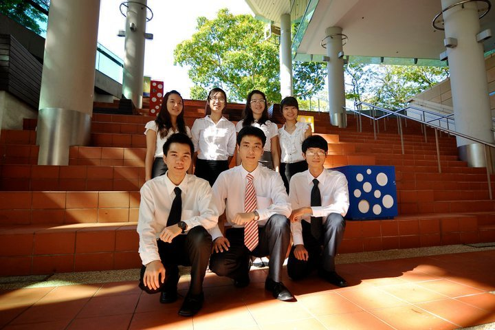 Ba của học sinh Nguyễn Thụy Anh, tốt nghiệp Đại học Quản lý Singapore (SMU), khóa 8/2014  Tên HS hiện đang làm việc tại một công ty lớn tại Singapore, ngày 6/9/2014 vừa rồi ông Trân có tham dự hội thảo SMU tại khách sạn Duxton do INEC tổ chức, ông có một vài lời chia sẻ, kính mời phụ huynh, cùng các bạn lắng nghe kinh nghiệm tại sao chọn SMU nhé.