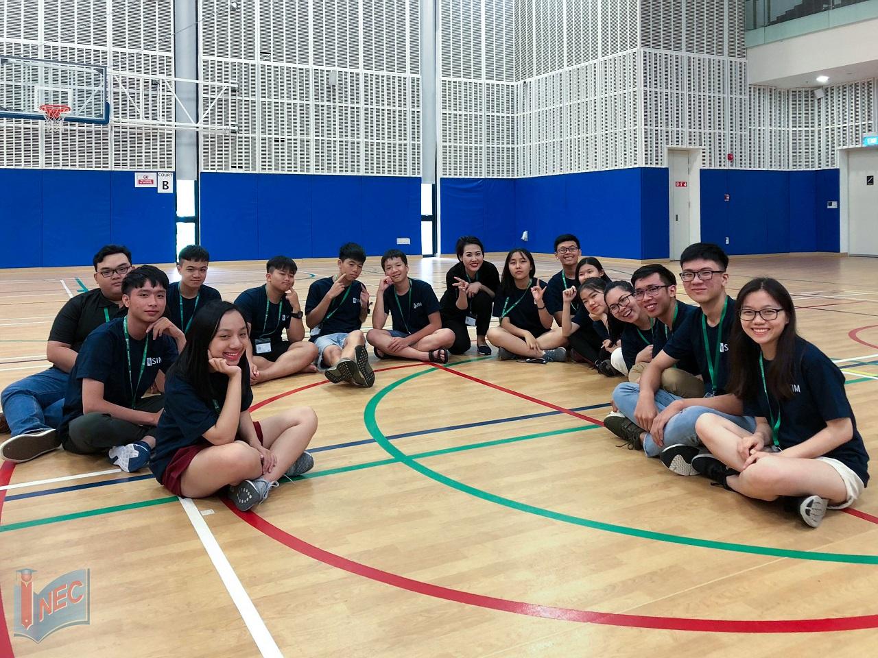 Đoàn học sinh Việt Nam tham gia SIM Study Tour 2018