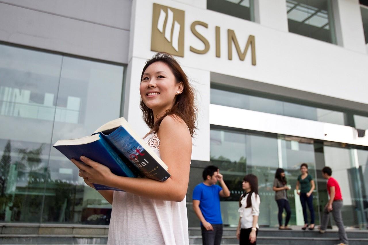SIM với hơn 80 chương trình cấp bằng của Anh Quốc, Úc, Mỹ