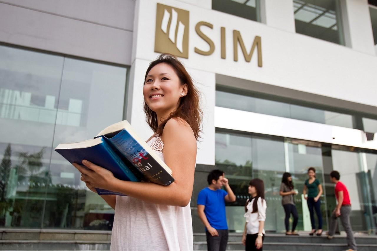Học sinh sinh viên có thể lấy bằng đại học Anh, Úc, Mỹ… thông qua chương trình liên kết chất lượng của Học viện SIM