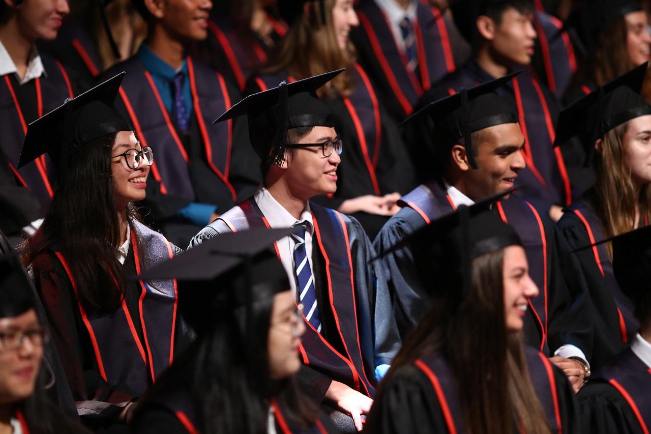 Học sinh tốt nghiệp CIS với bằng tú tài quốc tế rộng bước vào các trường đại học danh tiếng thế giới