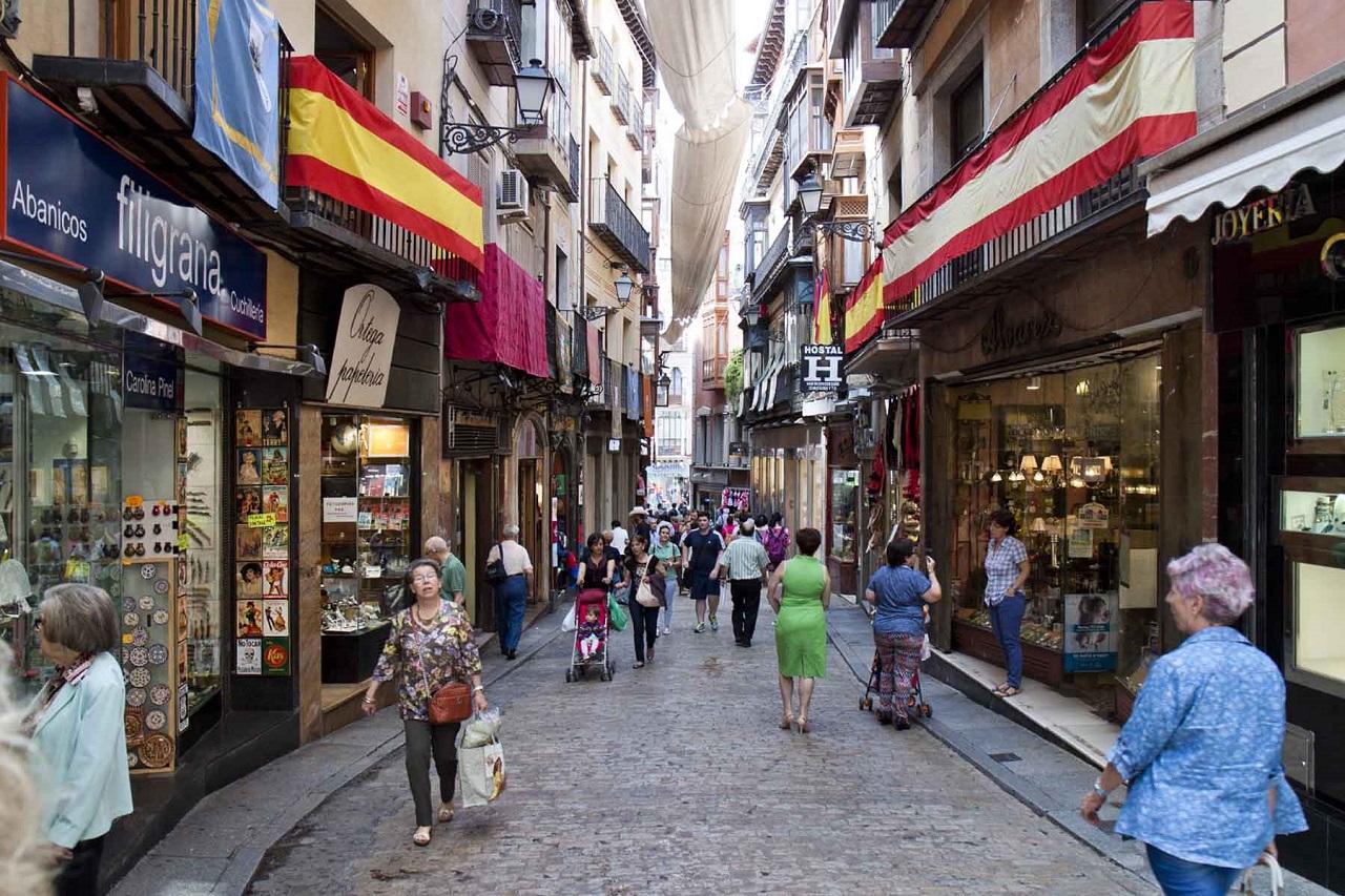 Tây Ban Nha có nhiều cửa hàng và trung tâm mua sắm với mức giá đa dạng
