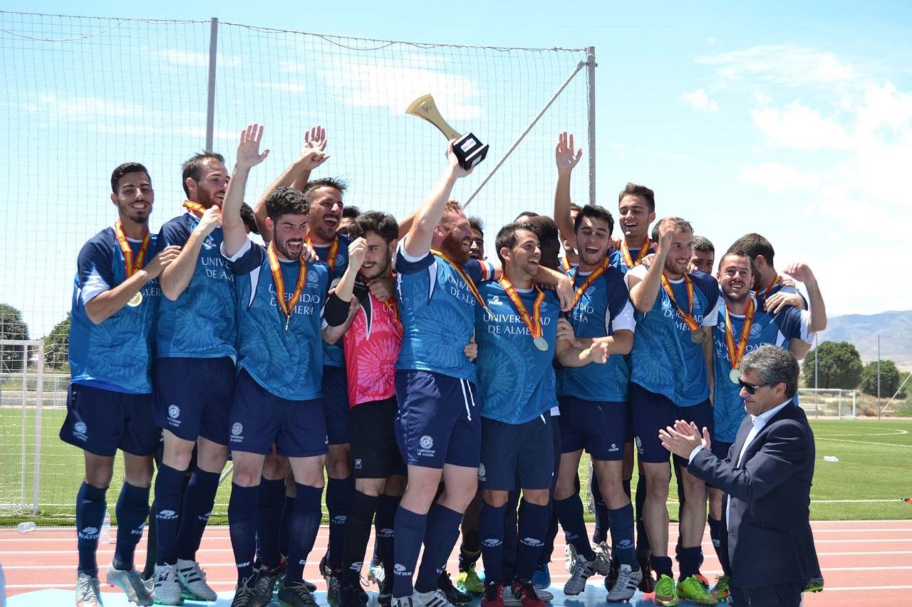 Thể thao là hoạt động không thể thiếu với sinh viên Đại học Almeria
