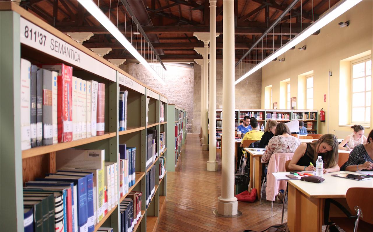 Một góc thư viện Đại học La Rioja