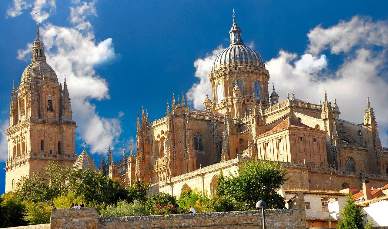"""""""Thành phố vàng"""" Salamanca với ánh vàng từ những công trình bằng đá sa thạch"""