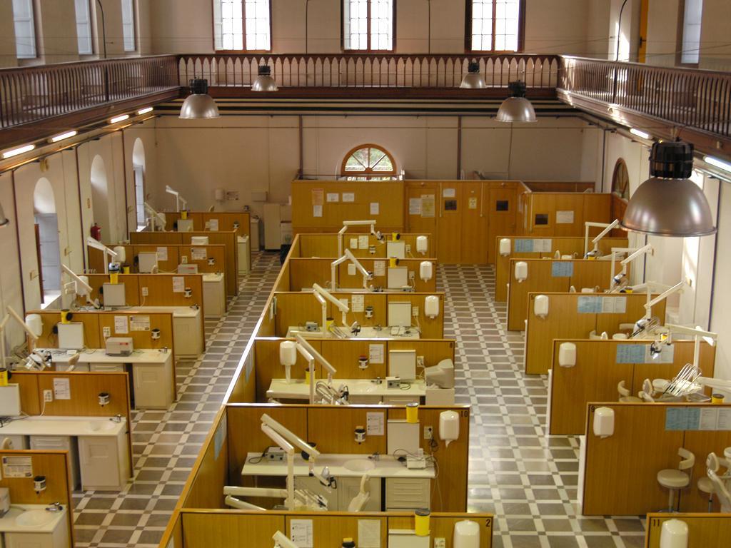 Phòng thí nghiệm thực hành nha khoa tại Đại học Granada