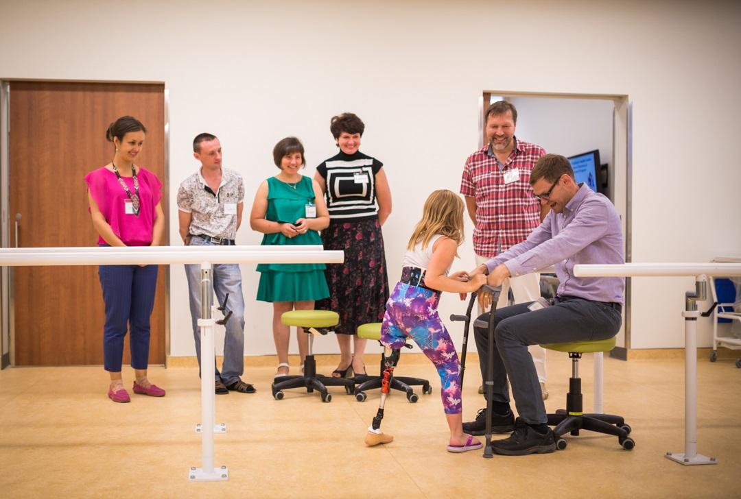 Sinh viên được học các kỹ năng hỗ trợ tốt nhất cho bệnh nhân khuyết tật