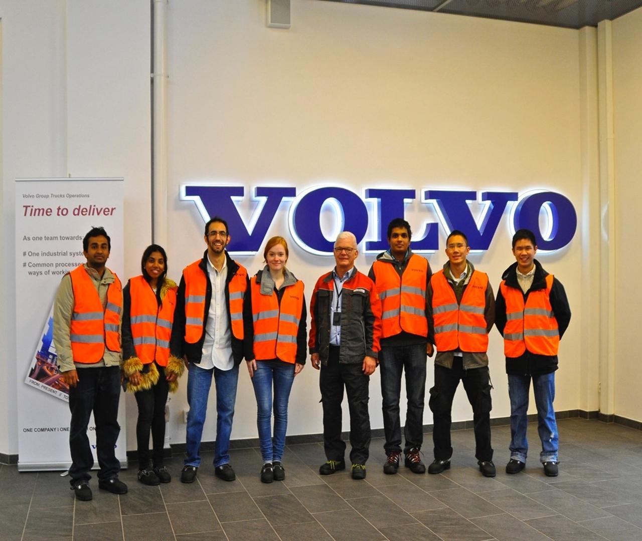 Sinh viên Đại học Jonkoping tại công ty ô tô Volvo