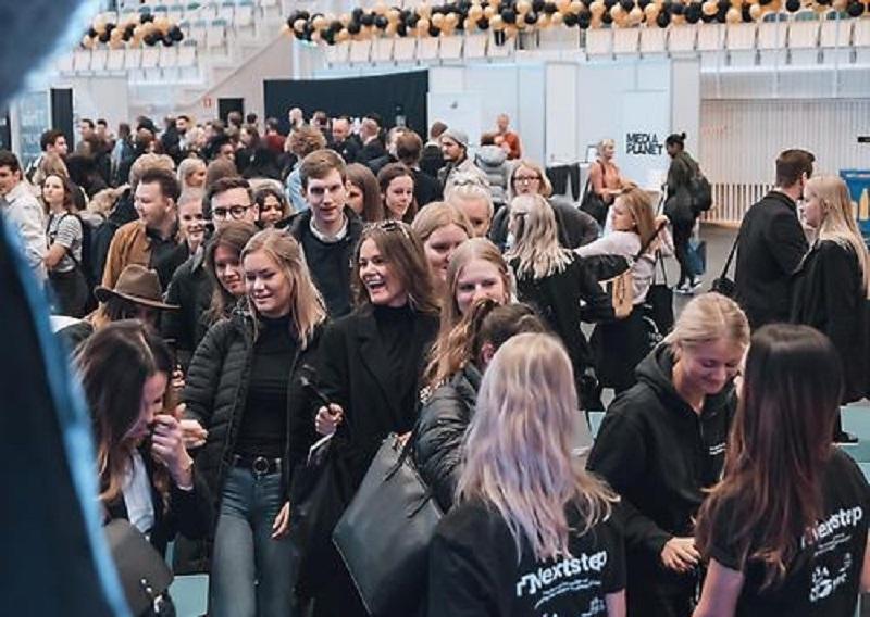 Rất đông sinh viên Đại học Jonkoping và một số trường khác tham dự sự kiện Hội chợ nghề nghiệp Nextstep