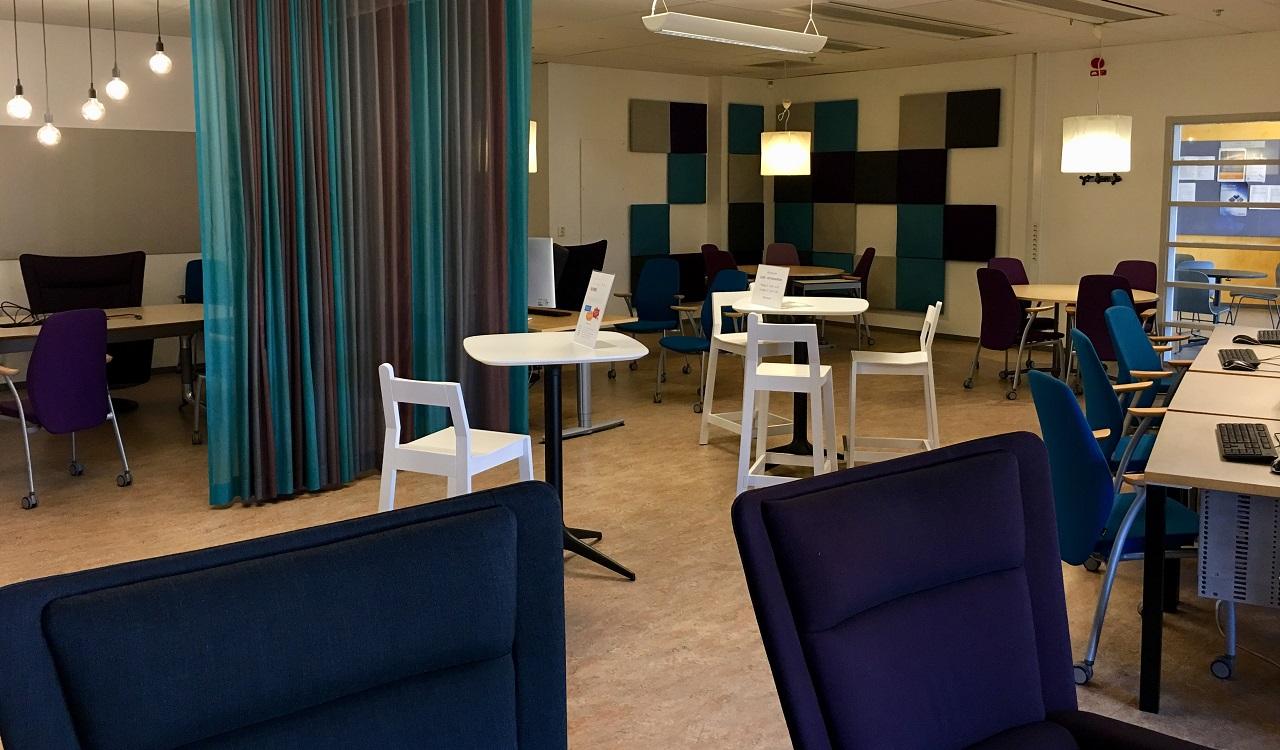 Một không gian học tập tại Đại học West, nơi có phòng máy tính, phòng gửi đồ, phòng hoạt động nhóm, phòng bếp mini