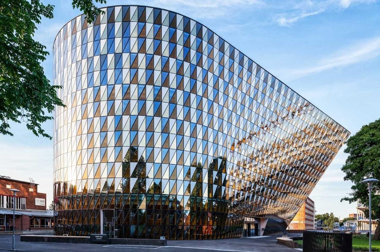 Học viện Karolinska không chỉ có kiến trúc độc đáo mà còn vang danh trong giới học thuật quốc tế
