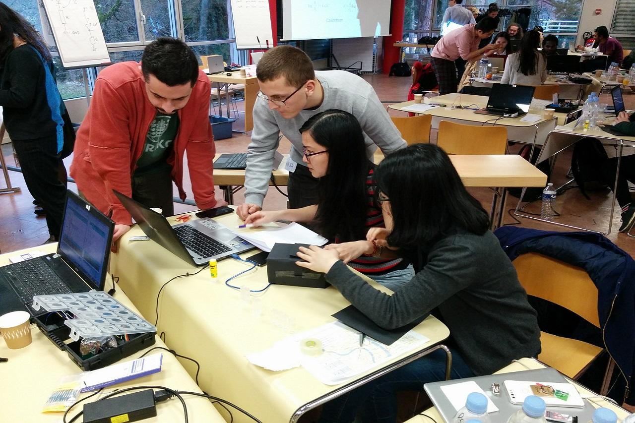 Làm việc nhóm là hoạt động phổ biến trong môi trường giáo dục khi du học Thụy Điển