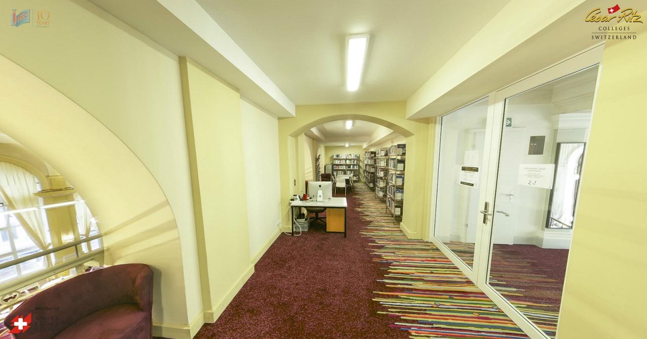 Thư viện trường với nguồn tài liệu rất phong phú