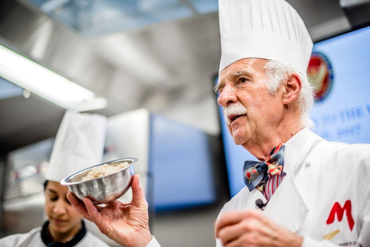 Cơ hội học hỏi trực tiếp cùng chuyên gia Anton Mosimann khi học ẩm thực tại CAA
