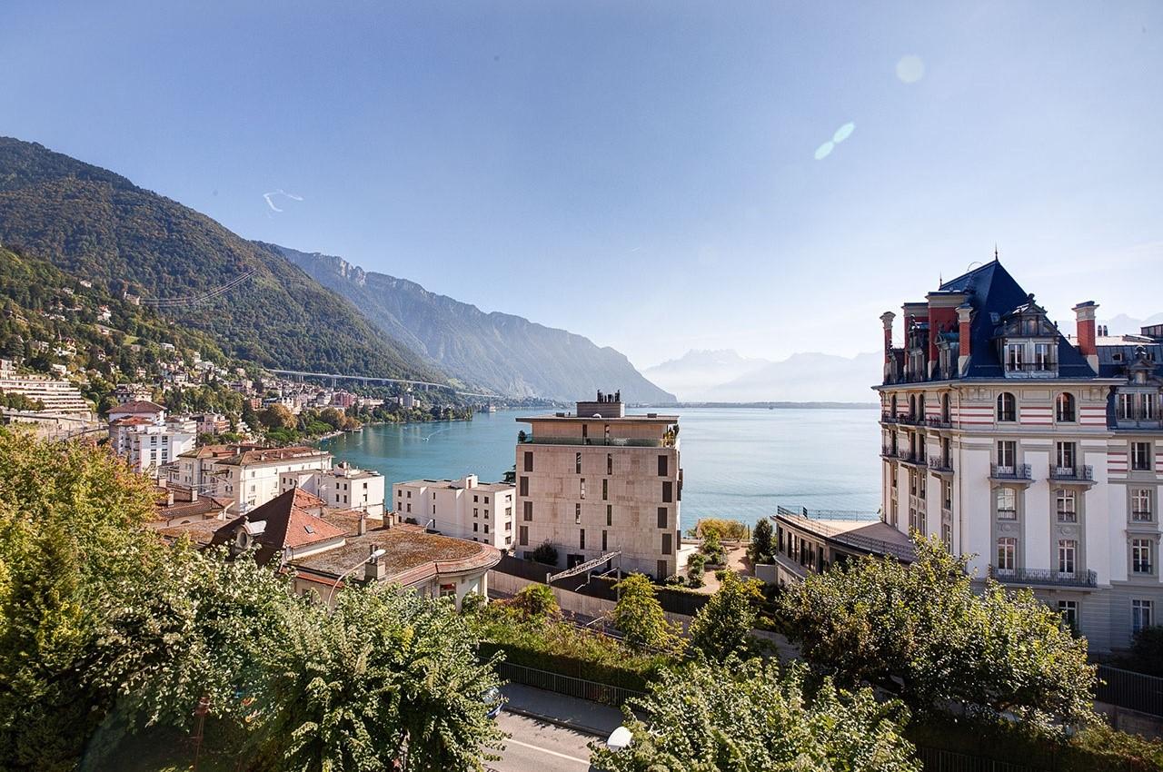 Tầm nhìn hướng ra hồ Geneva nổi tiếng từ khu học xá Hotel Miramonte của HIM