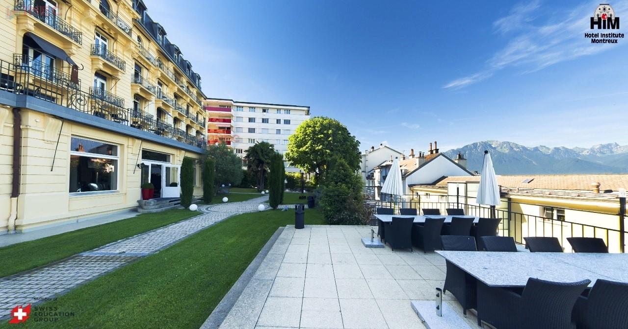 Không gian thoáng đãng và tầm nhìn đẹp tại HIM. Ảnh: Hotel Institute Montreux