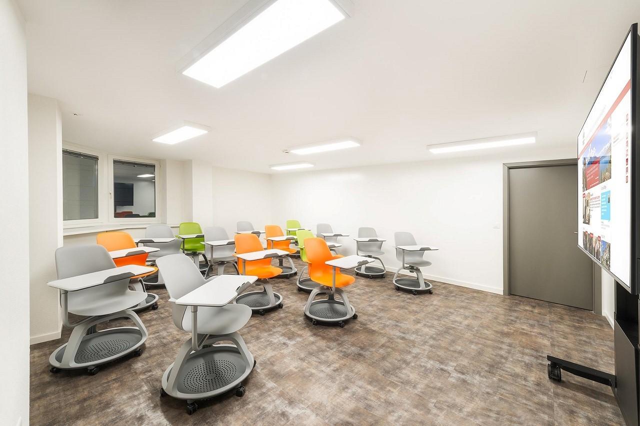 Một lớp học điển hình bên trong Học viện HIM