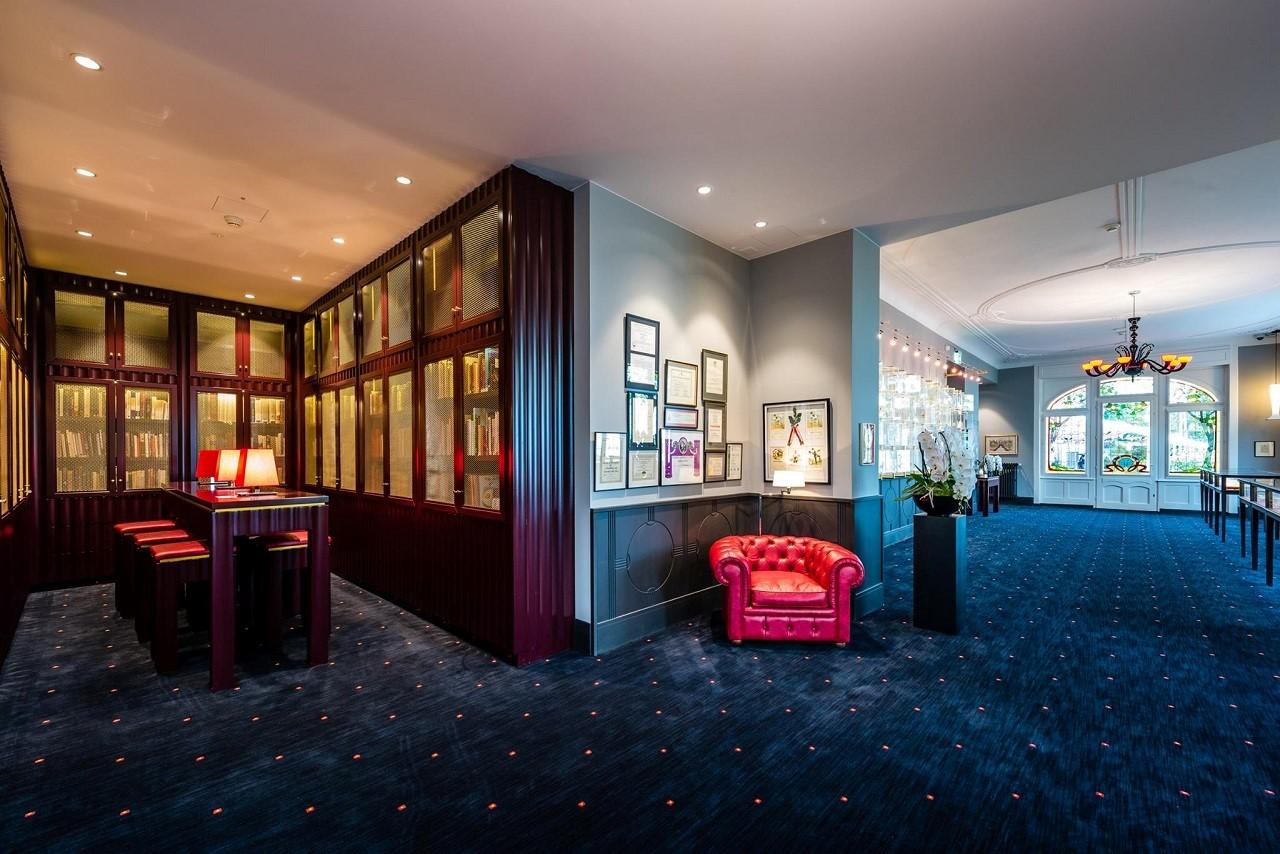 Bảo tàng được bố trí với 3 tầng lầu trong không gian đẳng cấp tại César Ritz