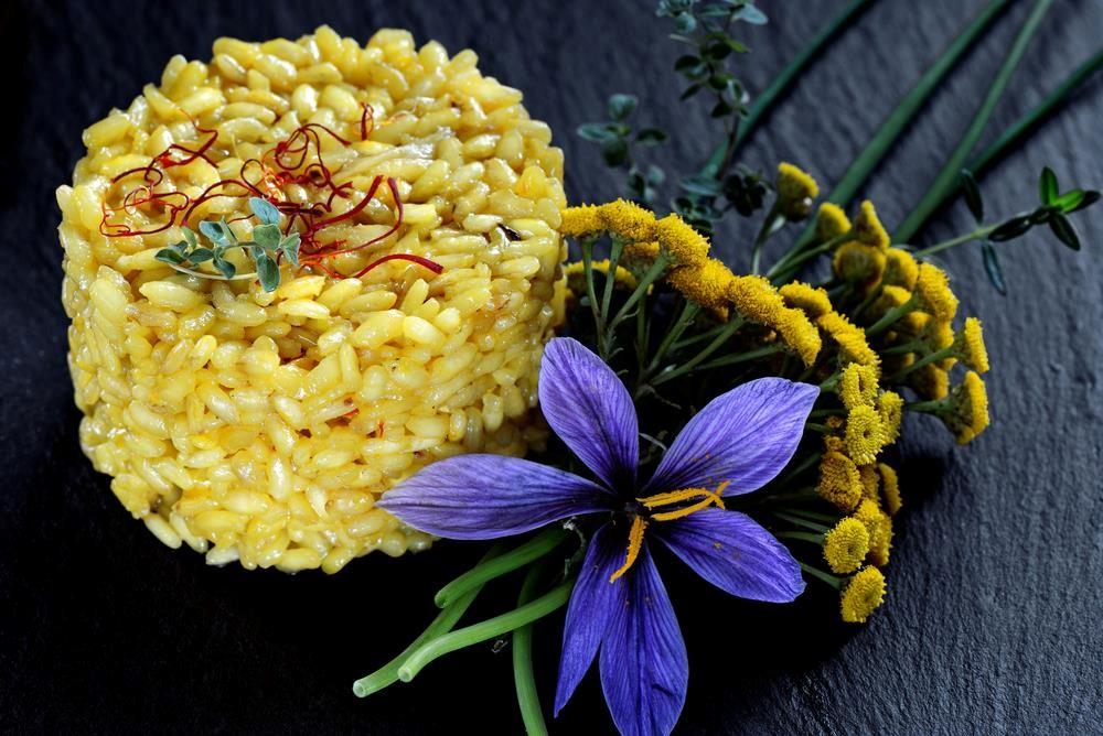 Saffron risotto là món cơm nghệ thuật của Thụy Sĩ. Ảnh: Shutterstock