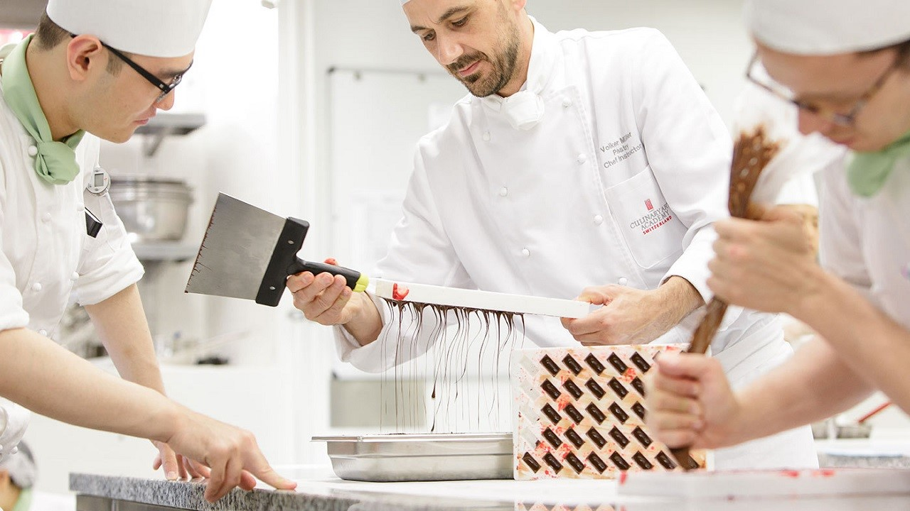 Học viện CAA với thế mạnh đào tạo về ẩm thực, làm bánh và chocolate