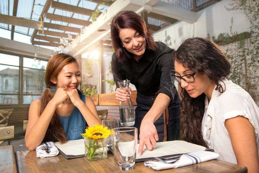 5 trường khách sạn hàng đầu Thụy Sĩ tham gia hội thảo ngành hospitality của INEC 1