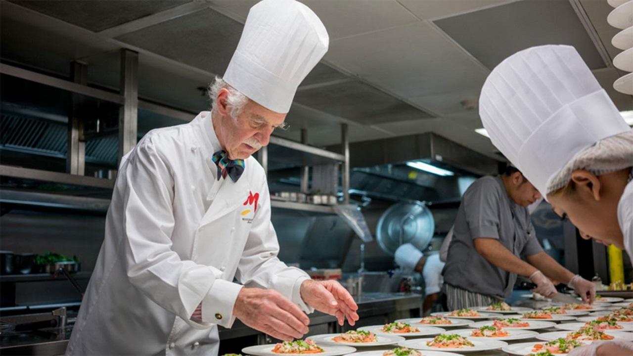 Cơ hội học hỏi trực tiếp với các chuyên gia trong ngành nhà hàng khách sạn