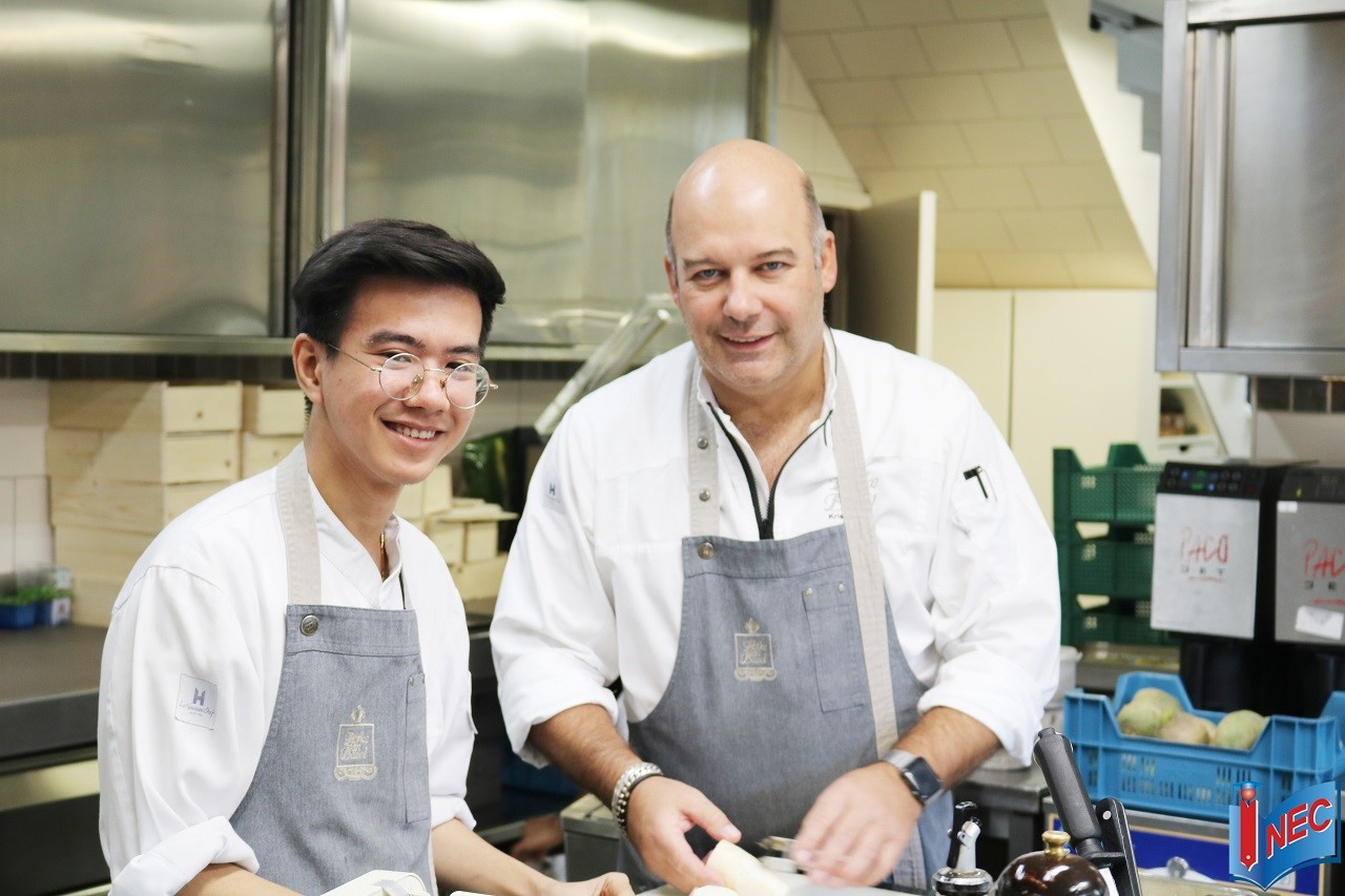 Trần Nhật Văn - Sinh viên INEC đang học tại Học viện CAA, được mời làm việc ở nhà hàng 1 sao Michelin tại Bỉ - Hofke van Bazel sau khi hoàn thành kỳ thực tập thứ 2