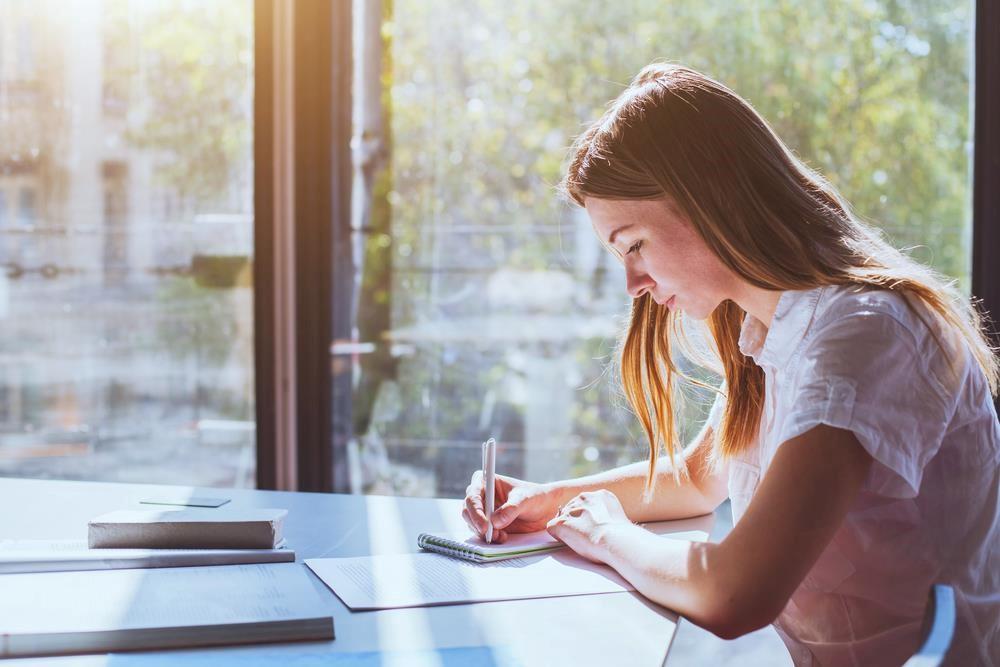 Tùy vào trình độ học vấn hiện tại mà bạn chọn cho mình khóa học và lộ trình phù hợp. Ảnh: Shutterstock