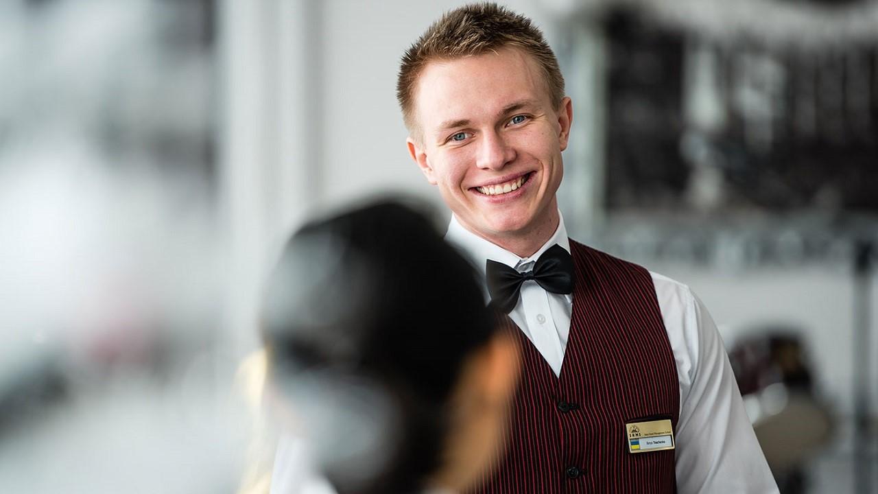 Học quản trị nhà hàng khách sạn ra làm gì?
