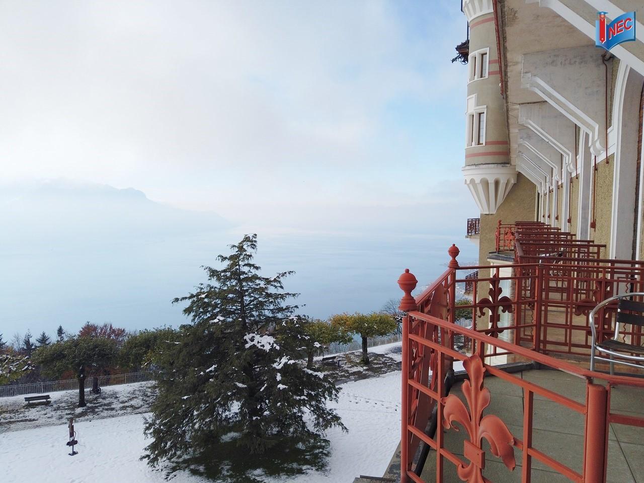 Tầm nhìn từ ban công phòng ở của sinh viên SHMS/IHTTI Thụy Sĩ