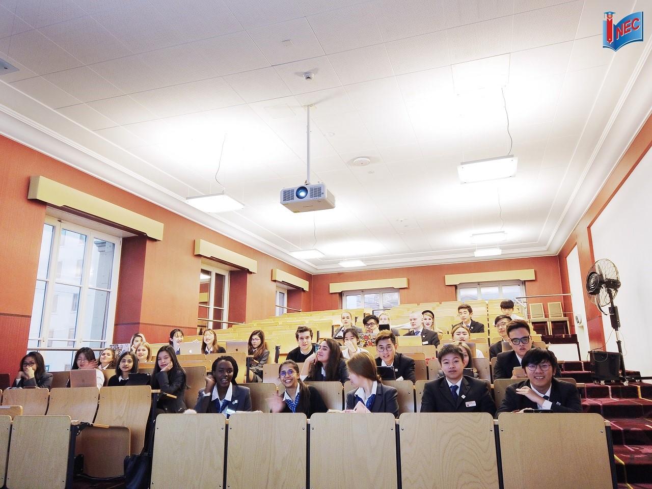 Một lớp học tại César Ritz Colleges Luzern