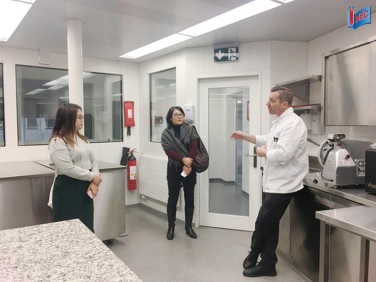INEC tham quan cơ sở vật chất của Culinary Arts Academy Luzern cùng Chef Graham Sutherland