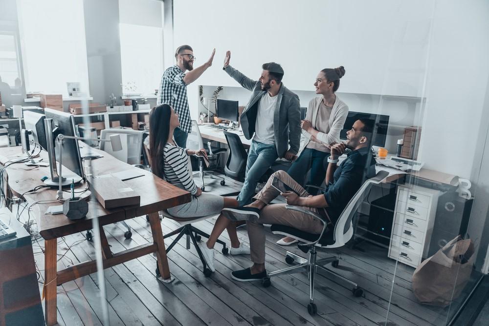 Xây dựng mối quan hệ tốt đẹp sẽ giúp công việc của bạn trở nên thuận lợi hơn