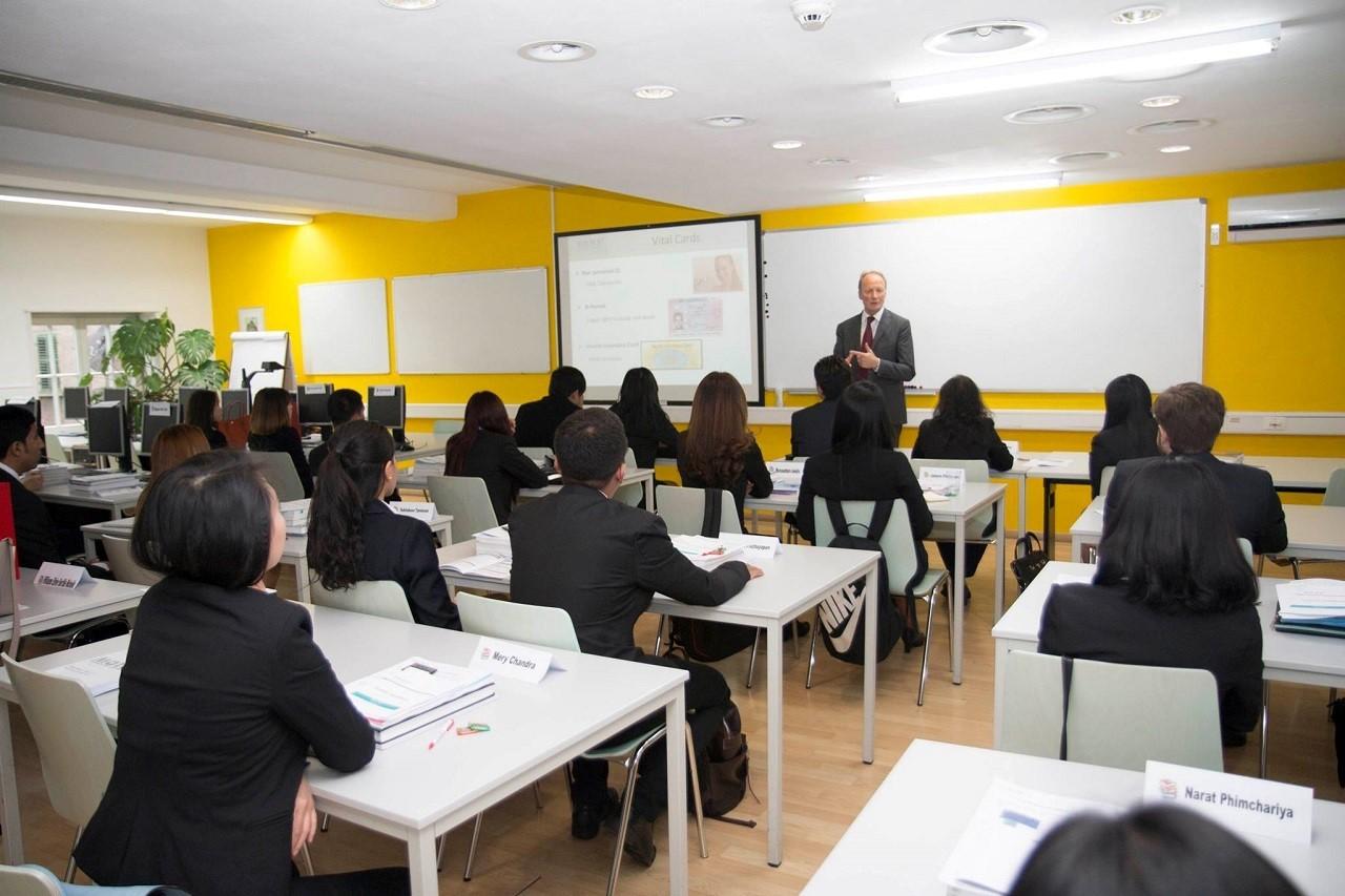 Một lớp học bên trong BHMS