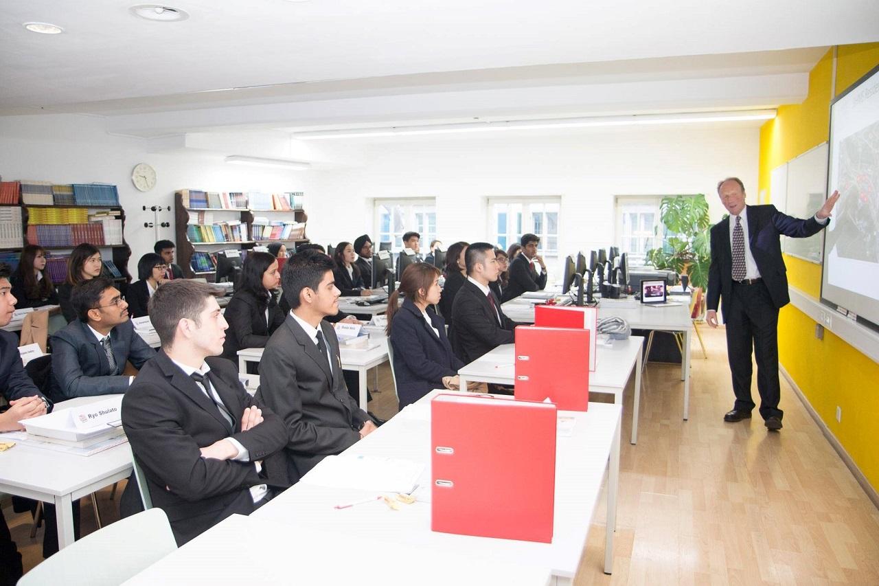 Lớp học Học viện BHMS