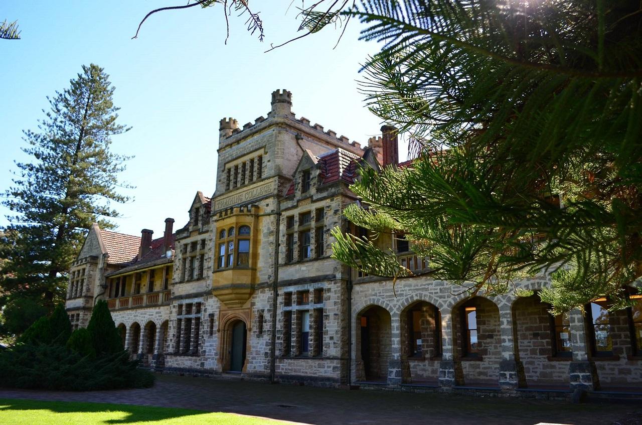 Cao đẳng Taylors - Bước chuyển tiếp vào Đại học Tây Úc