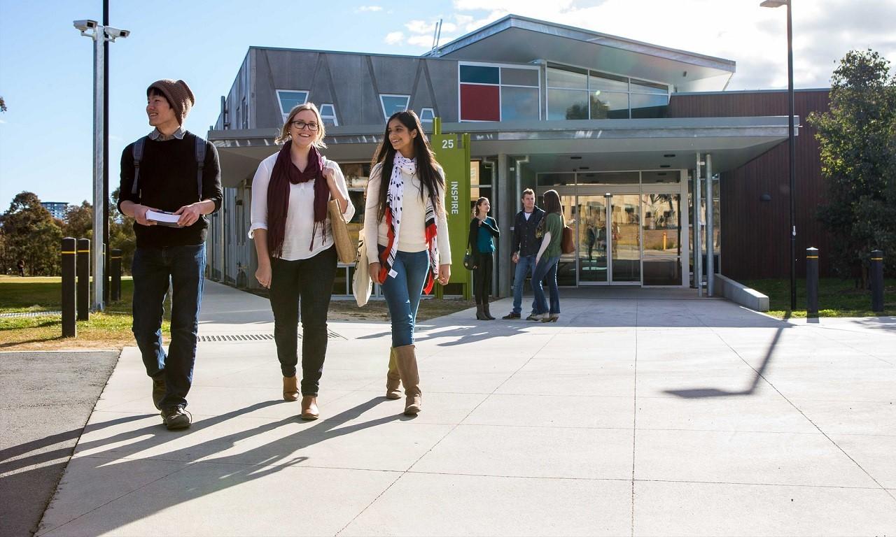 20% sinh viên quốc tế từ 100 quốc gia chọn Đại học Canberra để du học mỗi năm