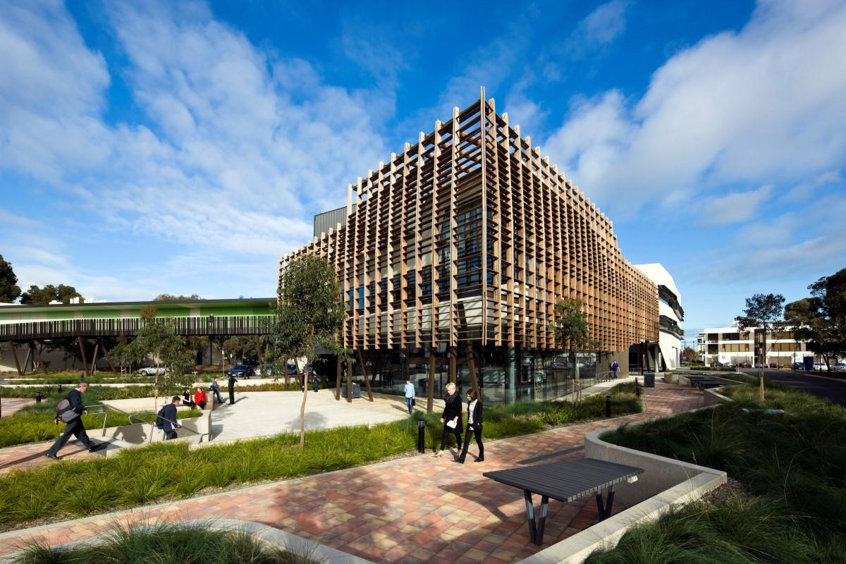 Và trường Đại học Nam Úc
