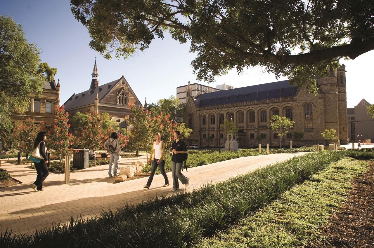 Hoàn tất chương trình phổ thông của Eynesbury giúp bạn có cơ hội cao vào học tại Đại học Adelaide