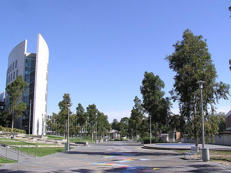 Du học Úc - Deakin là một trong những trường Đại học lớn nhất ở Úc, nổi tiếng về chất lượng giảng dạy và các khóa học có sự đổi mới trong nhiều năm qua.